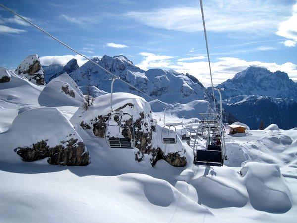 ski-lift-snow