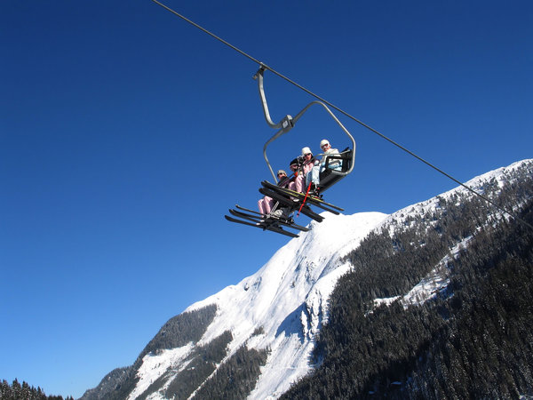 skiers-in-chairlift