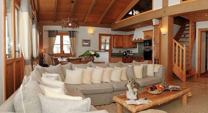 NP-Pano living room 1e