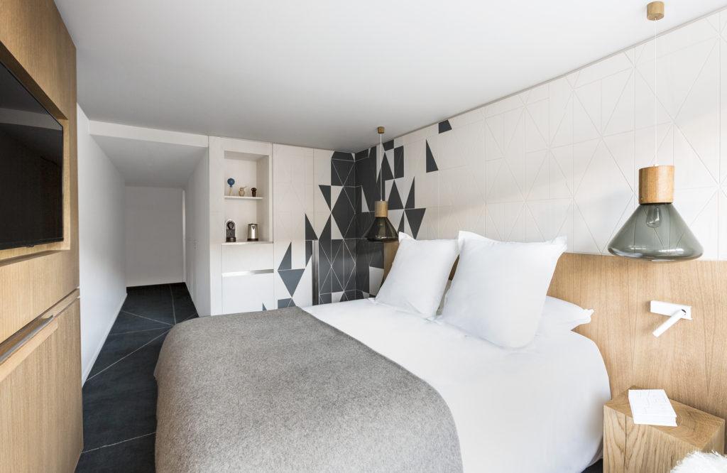 White 1921 Courchevel_Guestroom 8