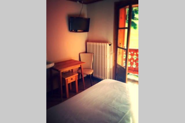 airbnb r18-min