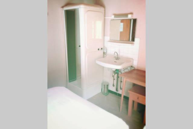 airbnb r18s-min
